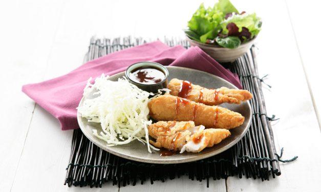 Filetes de gallo empanado con salsa tonkatsu y ensalada de col